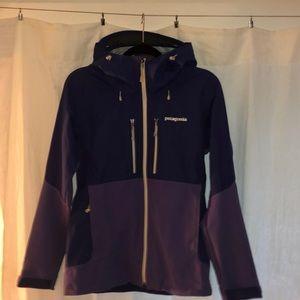 Patagonia purple lightweight raincoat